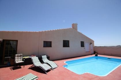 Perfectly private in Sax, guest house and pool