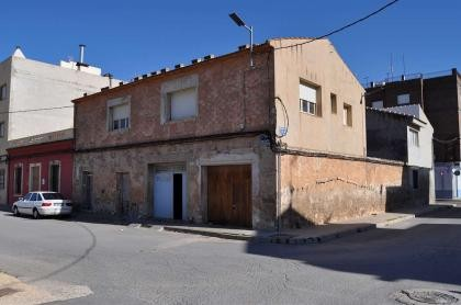 Large town house to reform in Pinoso