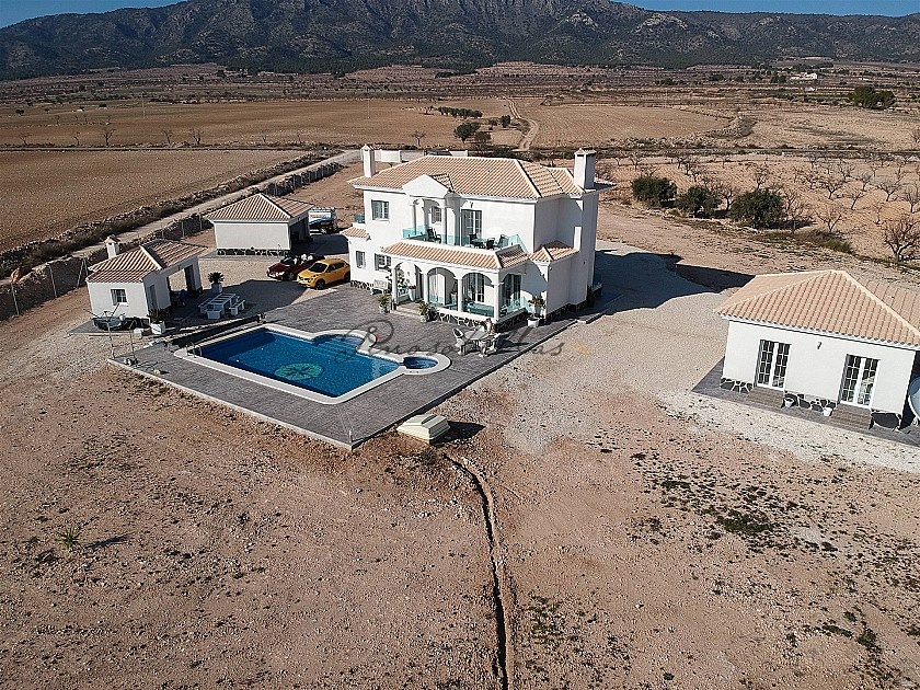 Luxury new build villa with guest house and garage in Pinoso Villas