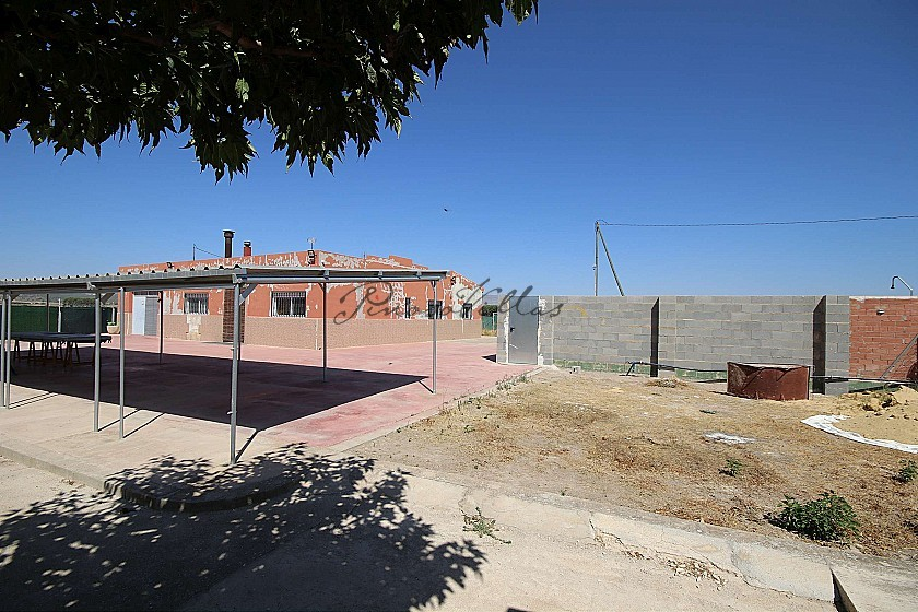 Two Houses together with a pool, near Villena in Pinoso Villas