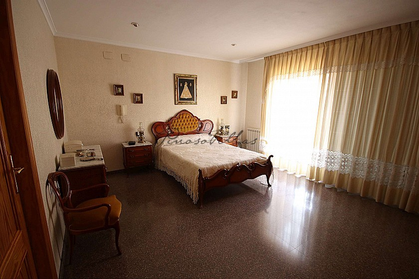 Large Town House with a shop in the heart of Villena in Pinoso Villas