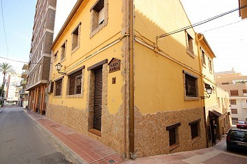 Large Town House with a gym business in Monovar