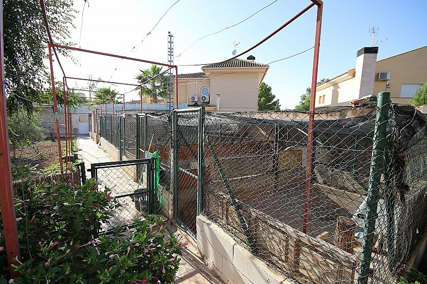 Large 9 bed Detached House in town, great for business in Pinoso Villas