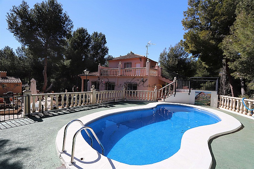 This Lovely 4 bedroom 2 bathroom country house with pool and guest house - Reduced by €40.000  in Pinoso Villas