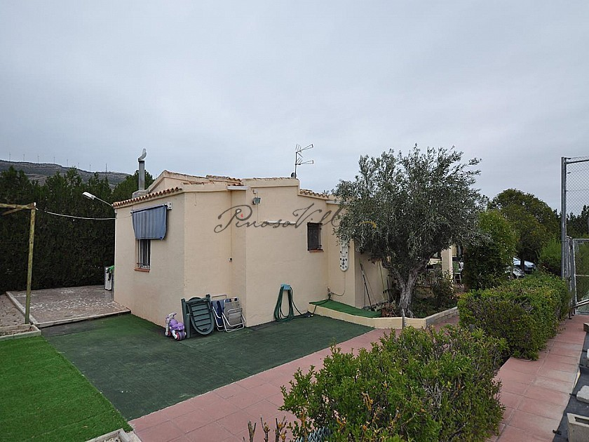 Fantastic 3 bed Villa with private pool and tennis court in Caudete  in Pinoso Villas