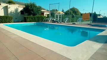 Fantastic 3 bed Villa with private pool and tennis court in Caudete