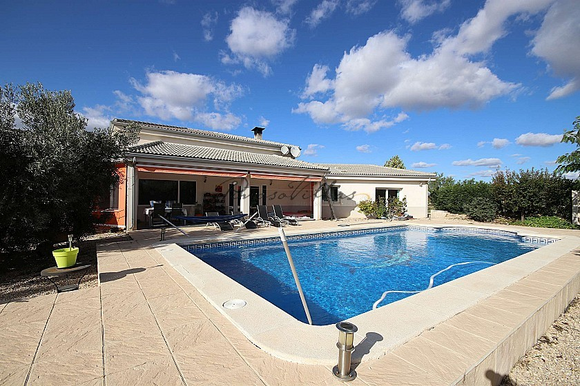 Large Detached Villa with a pool and guest house in Biar, Alicante in Pinoso Villas
