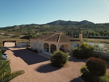 Luxury villa just 1km walking distance of charming Hondón de los Frailes