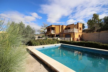 Detached Villa in Monovar with two guest houses and a pool