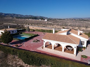 Traditional Spanish style 5bed 3bath villa white with terracota arches and tiles.