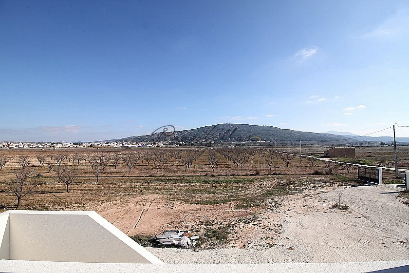 New build with pool and plot walk to Large town in Pinoso Villas