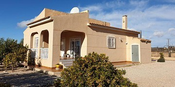 BEAUTIFUL 3 BEDROOM VILLA WITH POOL AND GARAGE