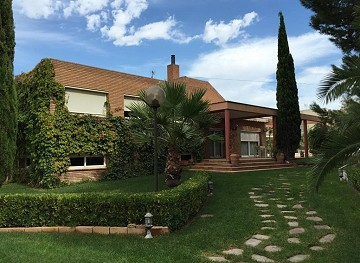 Huge Villa in Petrer with Pool