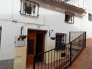Townhouse with Solarium in Teresa de Cofrentes