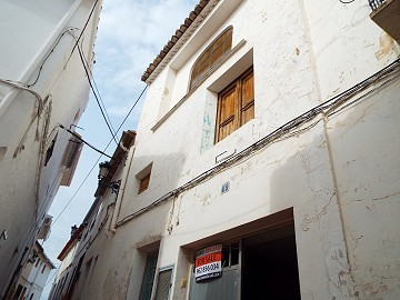 Large Townhouse to reform in Teresa de Cofrentes, Ayora Valley