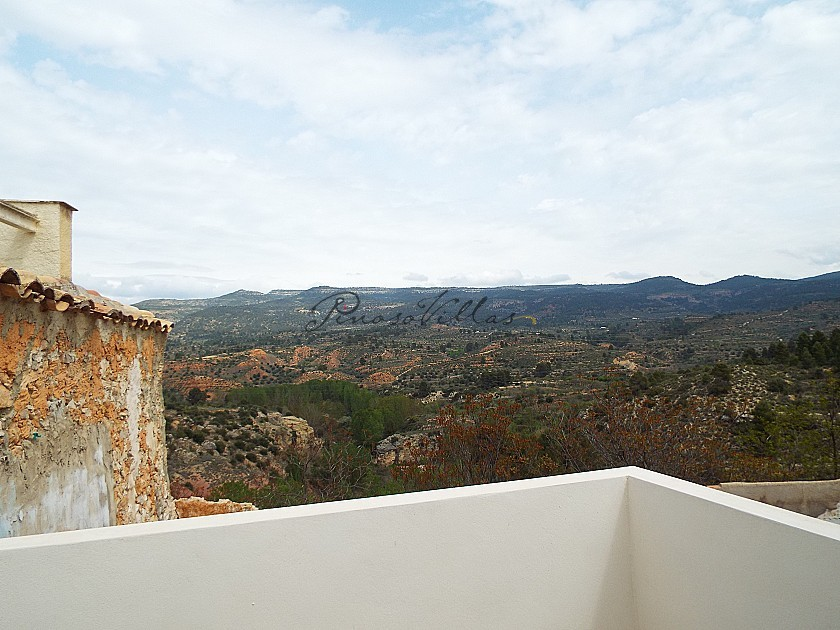 Large Townhouse Part Reformed in Pinoso Villas