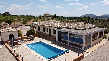 Ready to move in to Villa in Caudete with rtb option