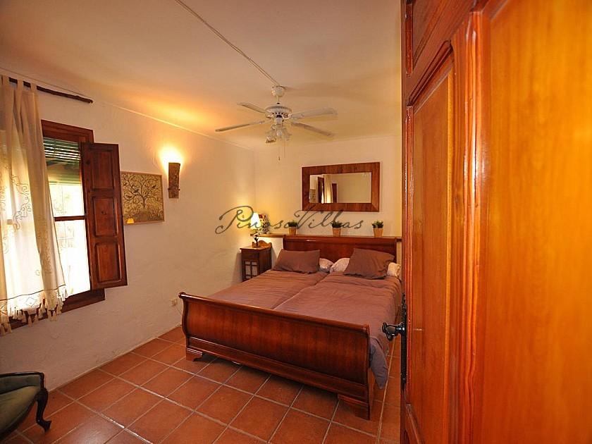 Beautiful 12 Bedroom Country Retreat in Pinoso Villas