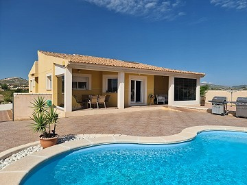 3 Bed Modern house with all en-suite bedrooms and pool