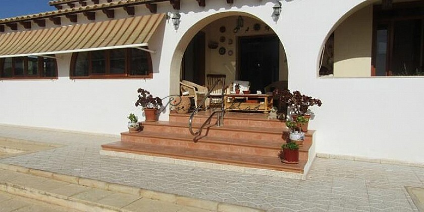 A Beautiful Traditional Style Villa With Swimming Pool And Fantastic Views in Pinoso Villas